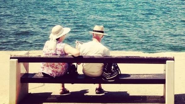 lepo vreme, plaža, more, starost, stari, uživanje, opuštanje