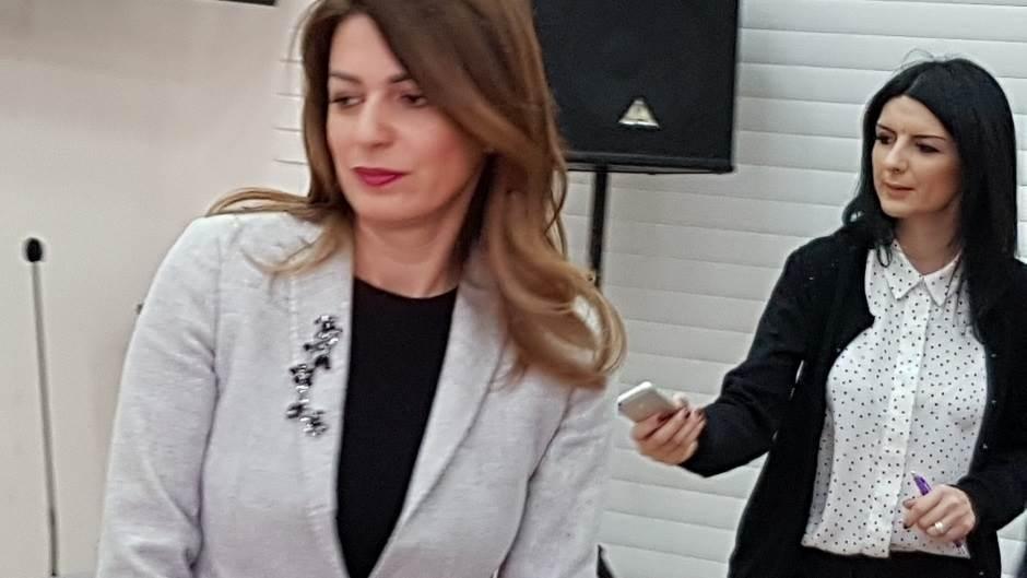 Igor Jurić, Tatjana Matić, Bezbedni na internetu - bezbedni u životu, Fondacija Tijana Jurić