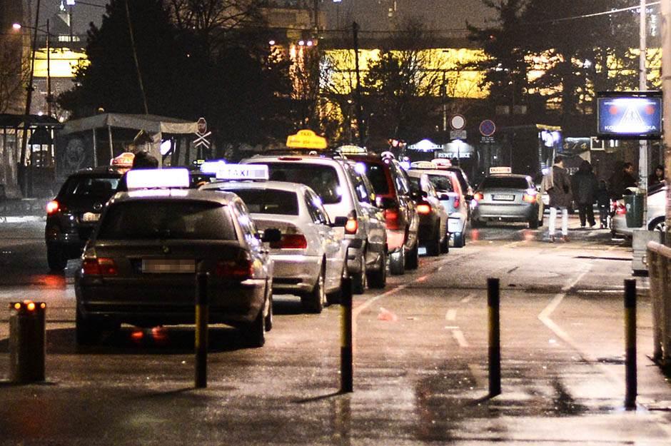taksi, taksisti, prevoz, noć, red, gužva,