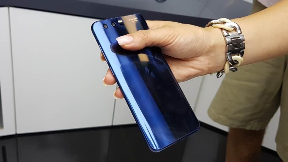Najbolji telefon srednje klase - i najlepši (FOTO)