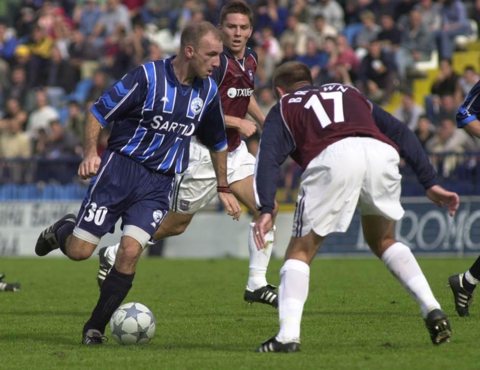 Nenad Mirosavljević u dresu Sartida protiv Ipsviča 2002. godine