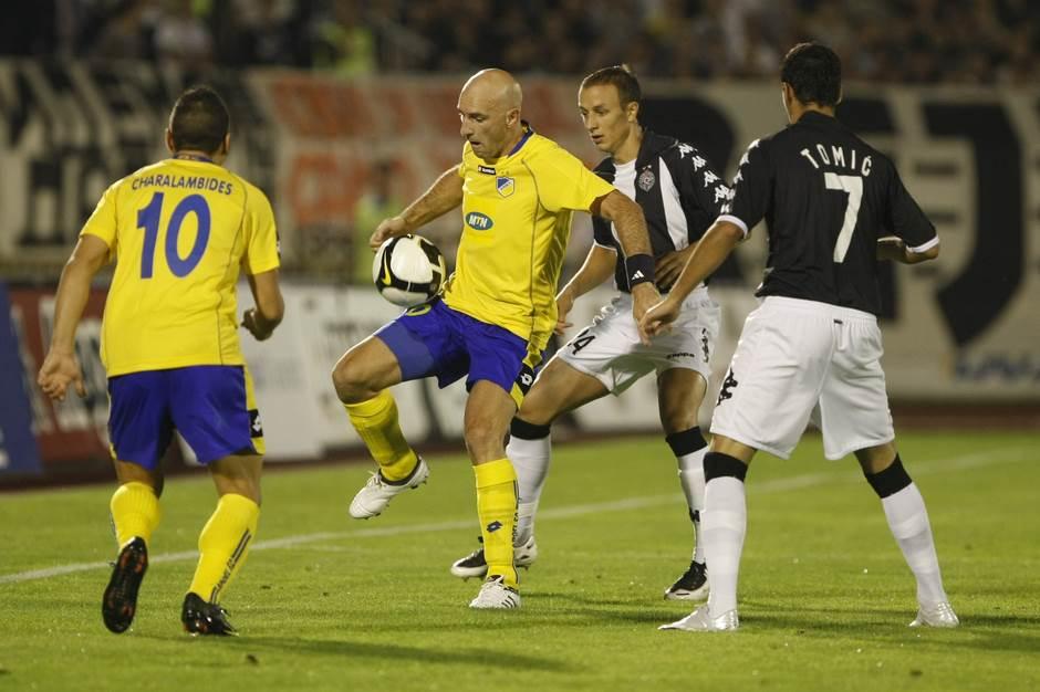 Nenad Mirosavljević u dresu Apoela protiv Partizana u kvalifikacijama za Ligu šampiona 2009. godine.