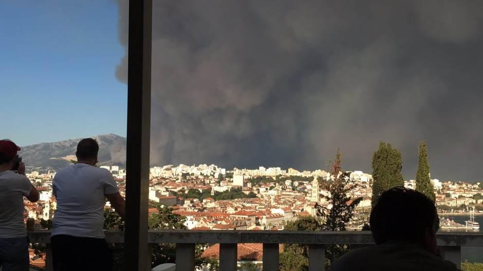 Gori Dalmacija: Vatra stigla do Splita! FOTO