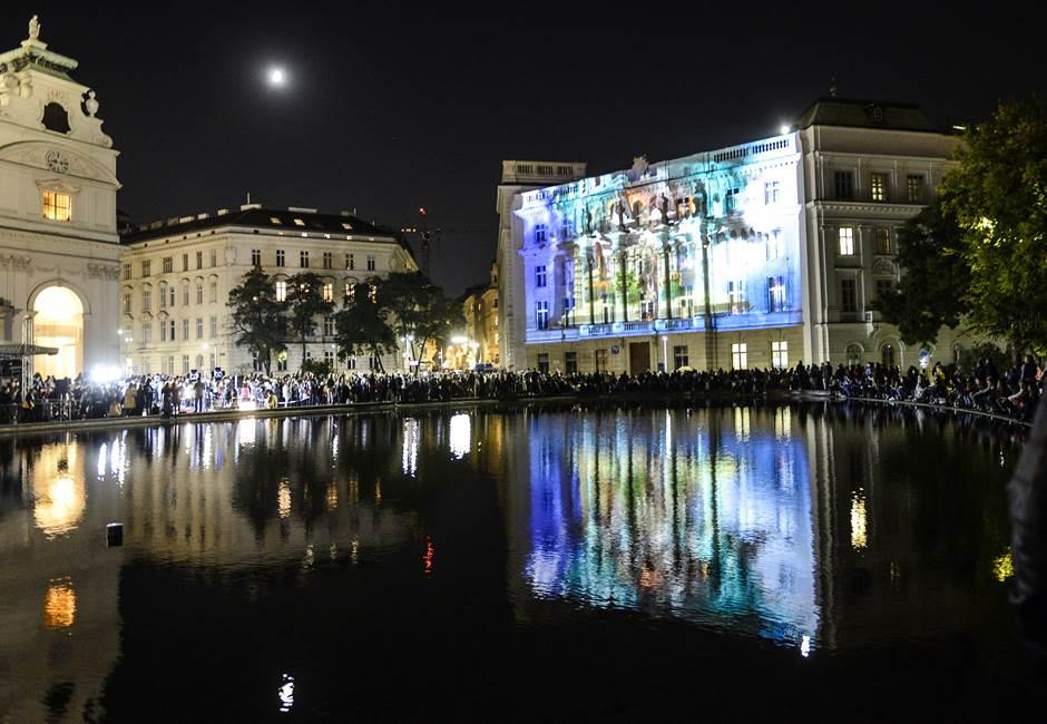 """I Bečlije se divile """"Teslinom vremeplovu""""! (FOTO)"""