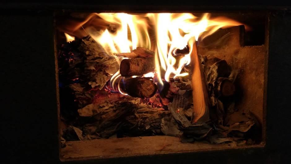 vatra, loženje vatre, grejanje, toplota, smederevac