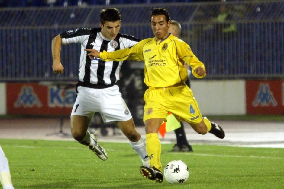 Santi Kazorla iz perioda dok je igrao za Viljareal. Fotografija nastala 2. decembra 2004. godine u Beogradu protiv Partizana.