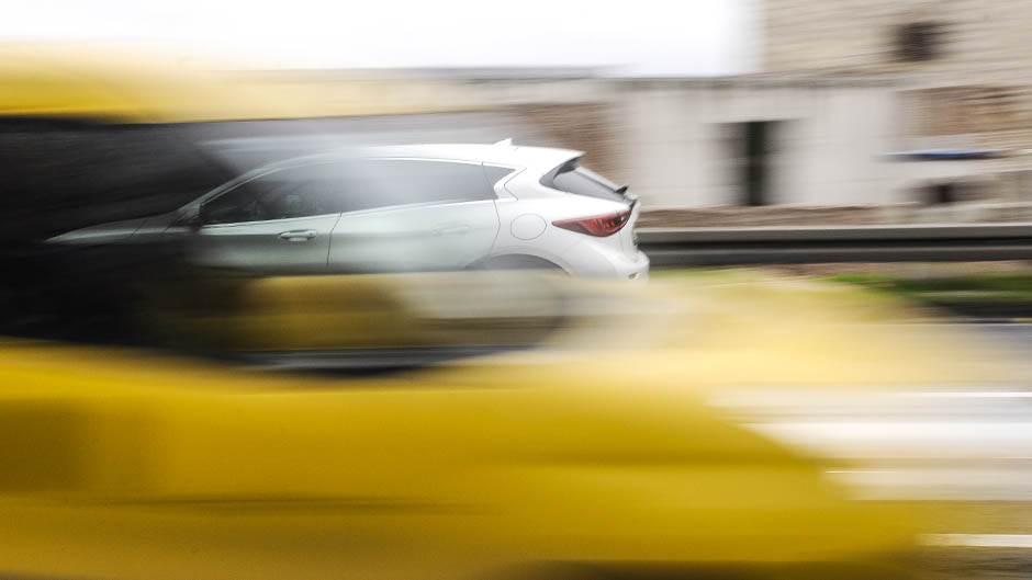 infiniti q30, infiniti, automobil, automobili, saobraćaj, vozači, vozač, kola, ulica, auto,