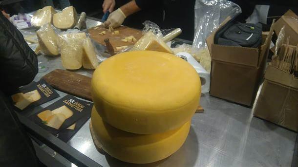 kačkavalj sir sirevi domaće proizvodi pijaca mlečno
