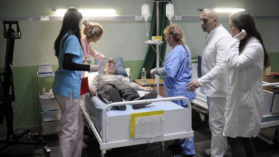 pregled, vizita, bolnica, klinika, hitna pomoć, bolest, zaraza, lečenje, lekari, doktor, doktori, pacijent, pacijenti,