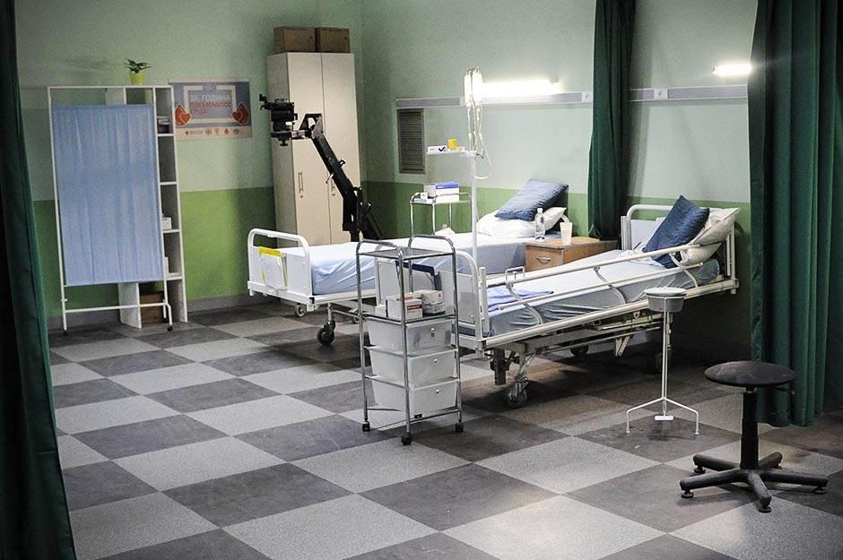 bolnički krevet, pregled, bolnica, klinika, hitna pomoć, bolest, zaraza, lečenje, lekari, doktor, doktori, pacijent, pacijenti,
