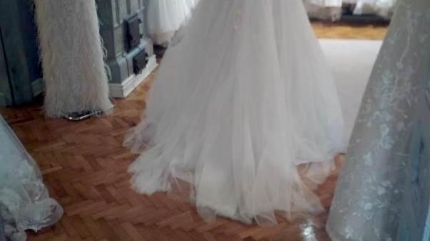 mlada nevesta venčanica venčanje