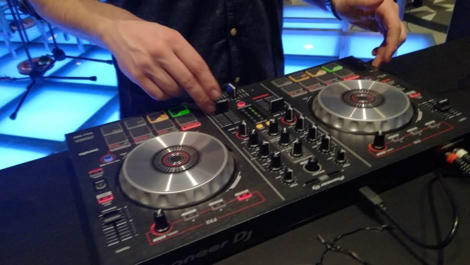 di-džej, DJ, miks pult, rave, tehno, techno, di džej, disk džokej