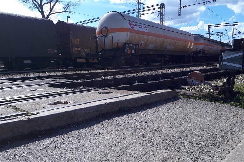 pruga, pružniprelaz, prelaz, vagon, šine cisterna železnice železnica