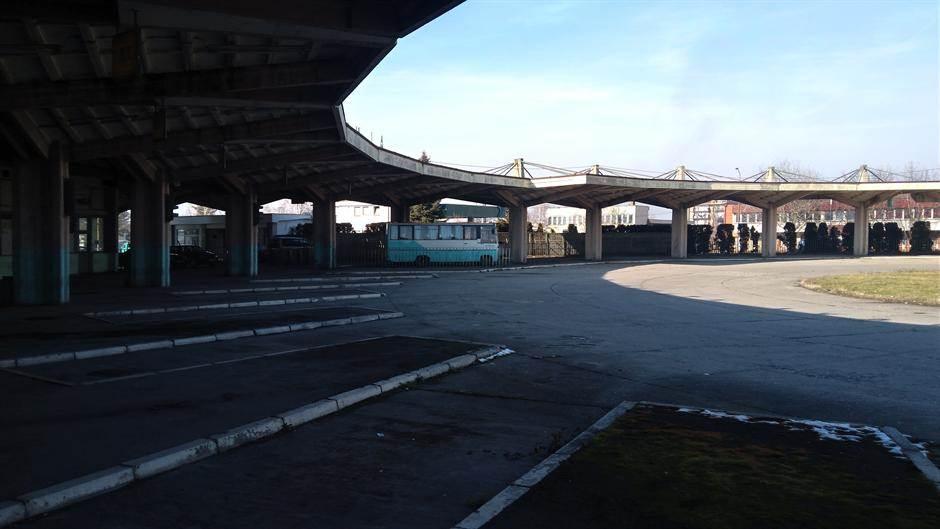 autobuska stanica ćuprija kolosek autobus