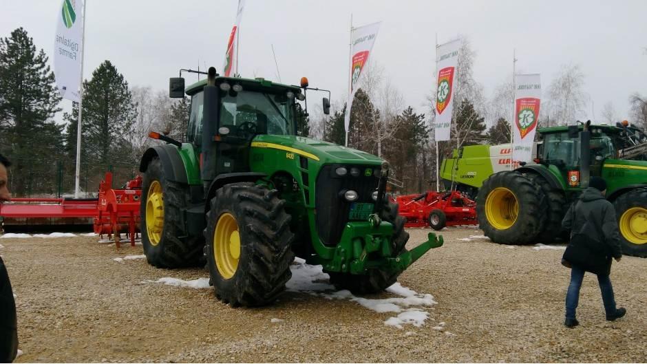 traktor,farma,oranice