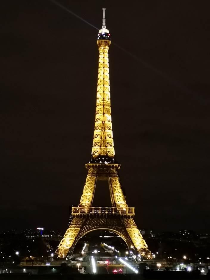Skandal u Parizu: Perverzija kod srpske svetinje!