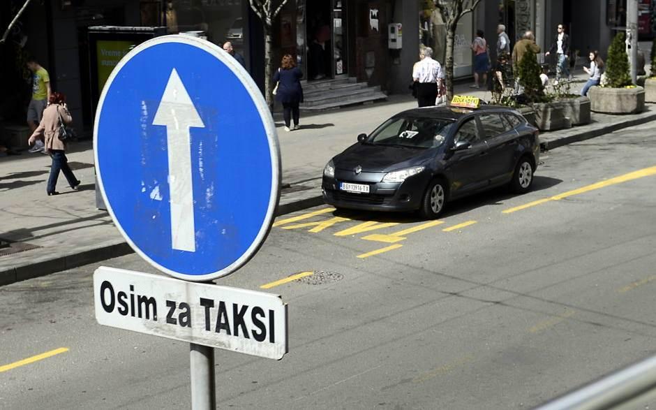 taksi, saobraćaj, saobraćajni znak, žuta traka
