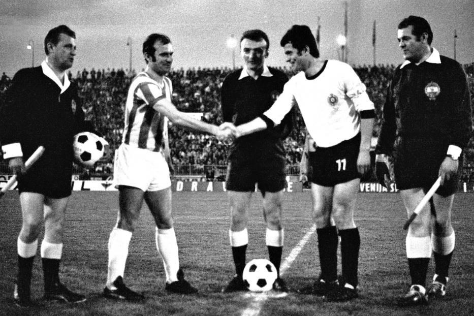 Kapiteni Crvene zvezde i Partizana Miroslav Pavlovic i Nenad Bjekovic (52. veciti derbi)