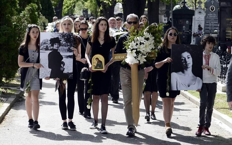 "Potresni govor na sahrani ""srpske Sofije Loren"""