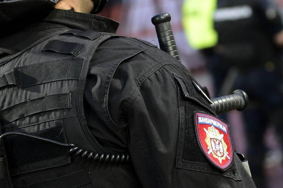 žandarmerija, policija, hapšenje, pendrek