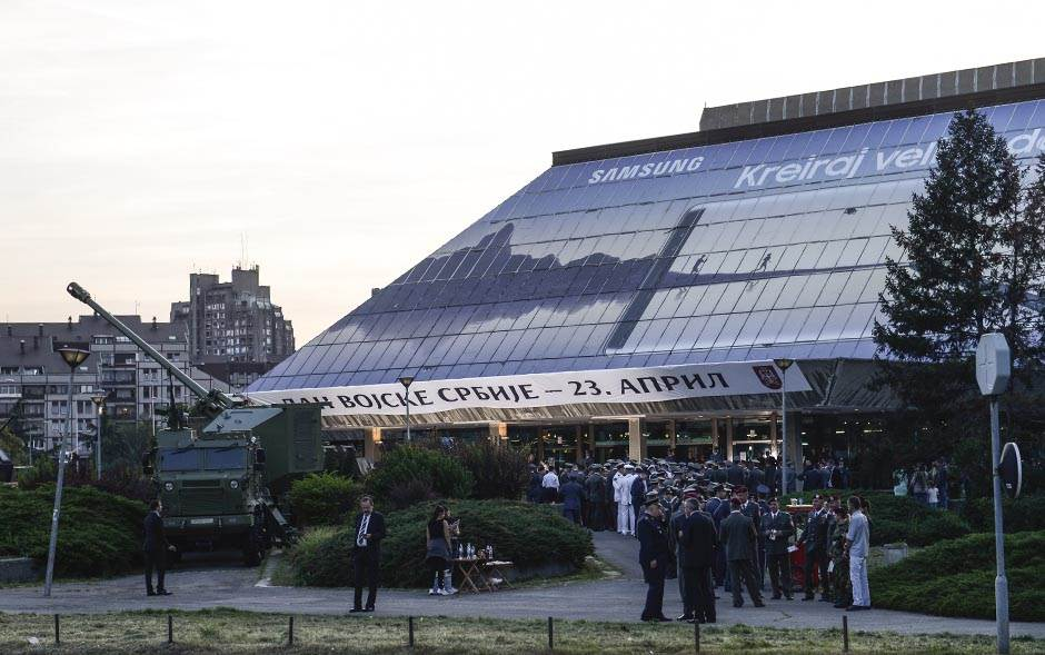 Tenkovi ispred Sava Centra