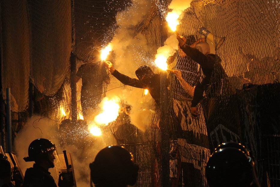 Grobari zapalili Surdulicu, Lučanci doveli trubače