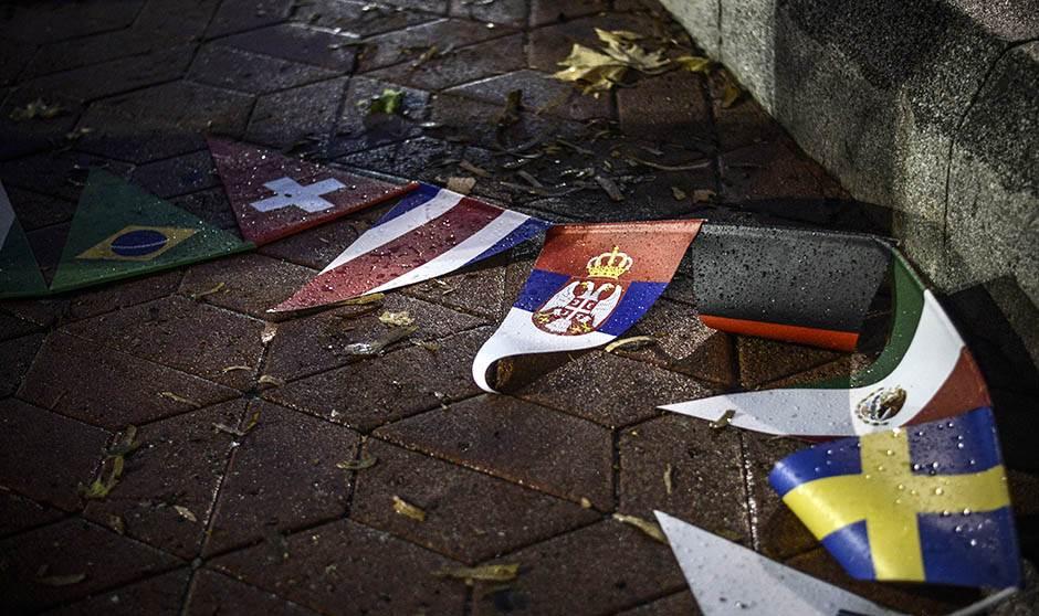 Beograd: Kiša, baklje i suze