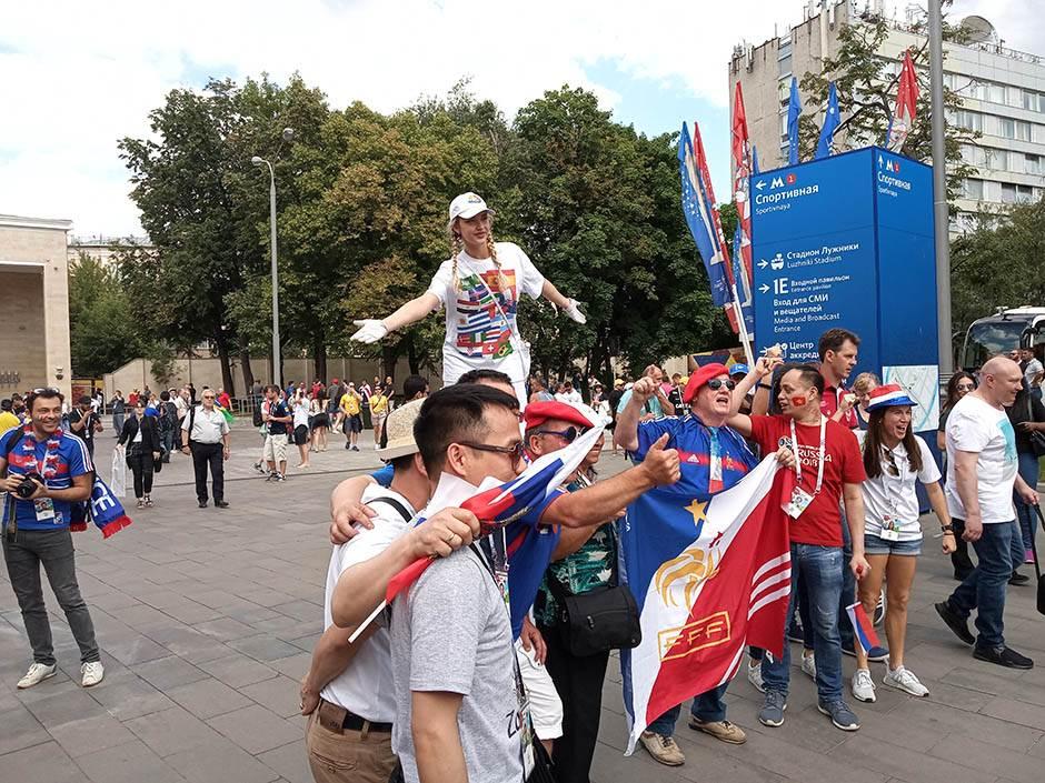 Moskva danas: Lažni Bartez i mnogo lepih devojaka