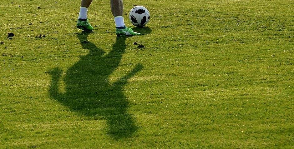 fss trening, fudbal, teren, igrač, kopačke, lopta, senka