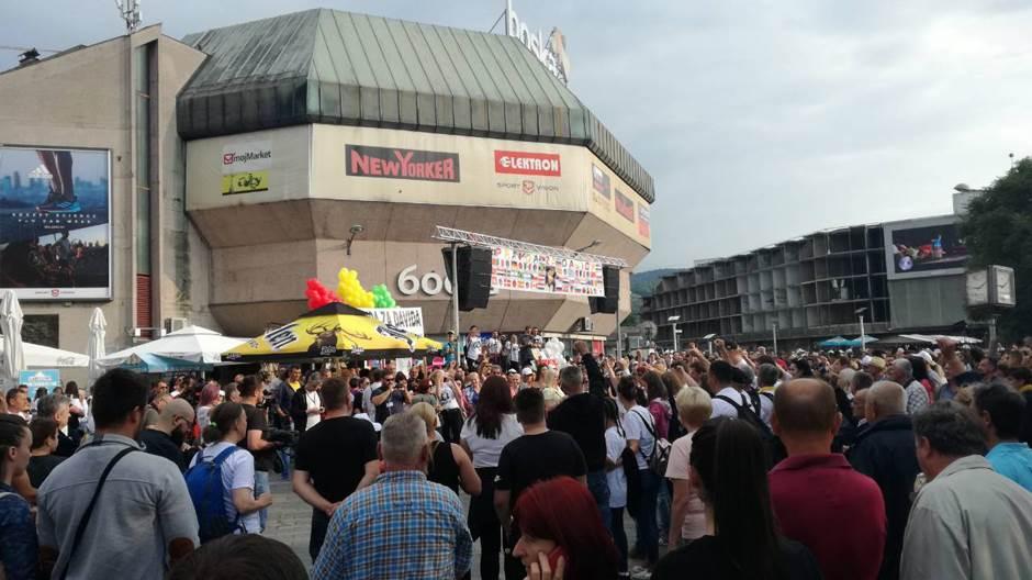 ZA DAVIDA: 10.000 građana na Trgu Krajine