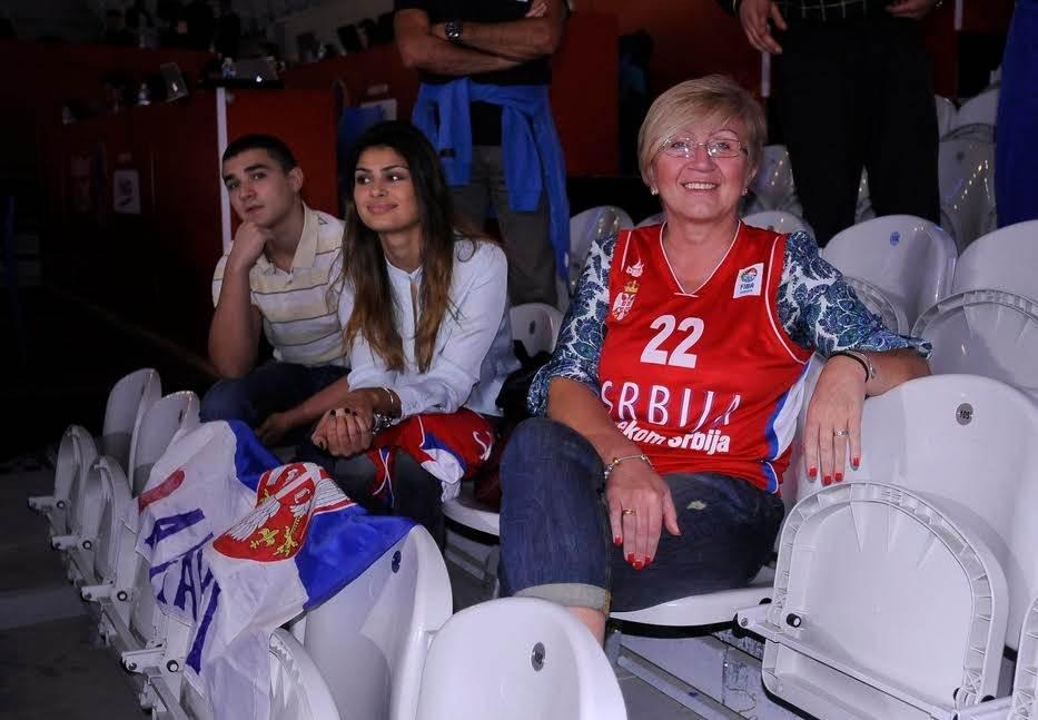 HIT: Ovako je Nedović zaprosio manekenku!