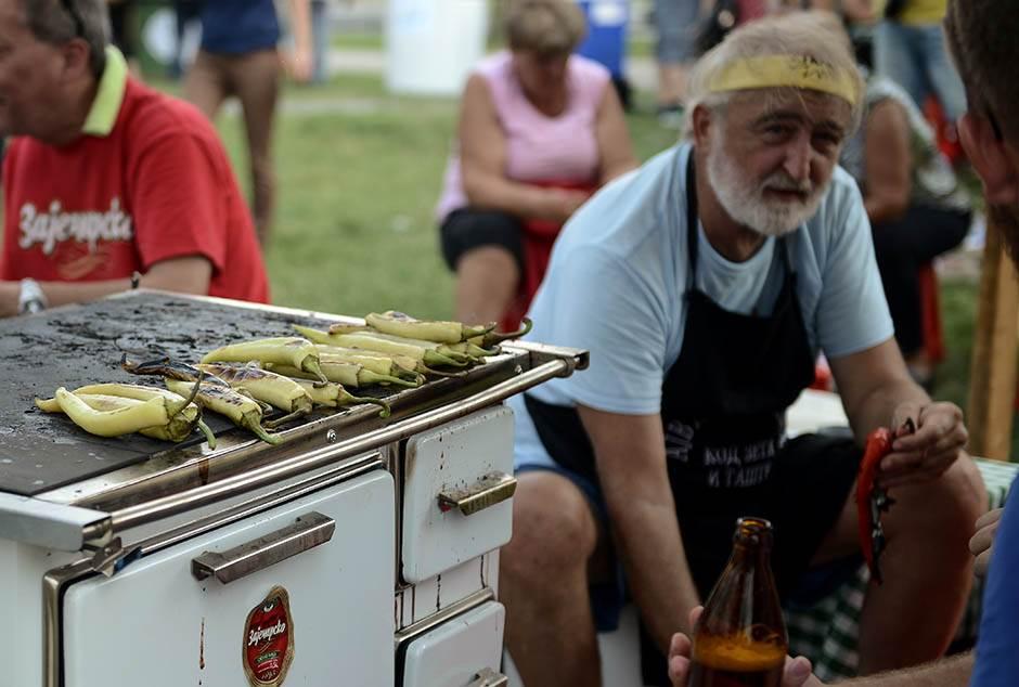 Da se vratimo TANJIRU. Tradicionalnom tanjiru (VIDEO)