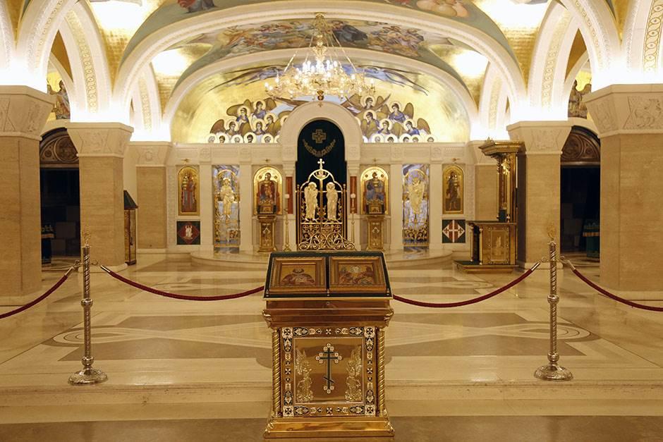 kripta, hram svetog save, crkva, spc, vernici, pravoslavlje, ikonostas, ikone
