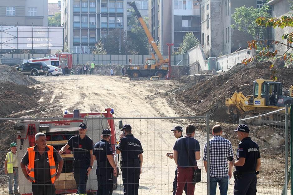 OPET stradao radnik! Pao sa krova u Luci Beograd