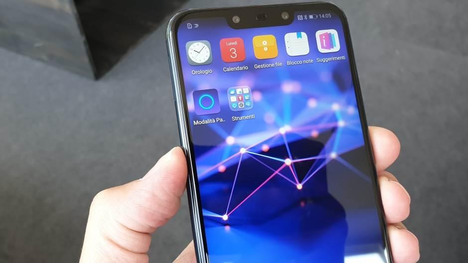 Ovo je Huawei Mate 20 Lite uživo (VIDEO)