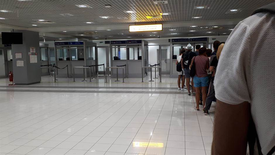 aerodrom putnici red terminal
