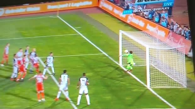 Ričmond Boaći: Gol je, lopta metar iza linije!