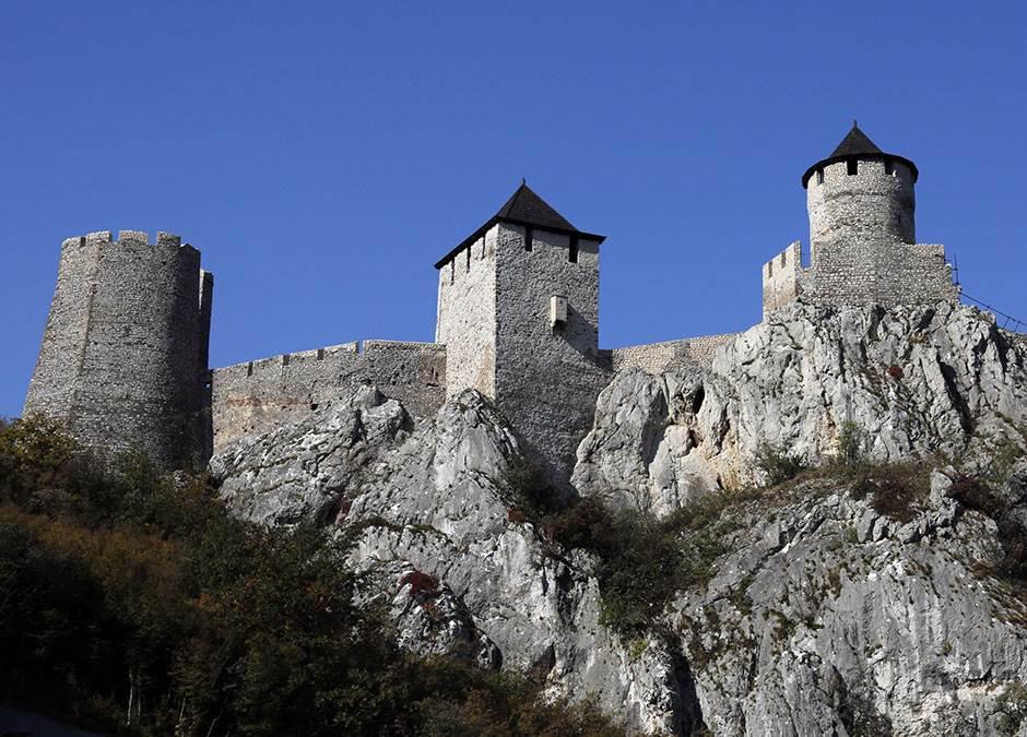 Sviće i Istočnoj Srbiji: Stranci obožavaju Golubac FOTO