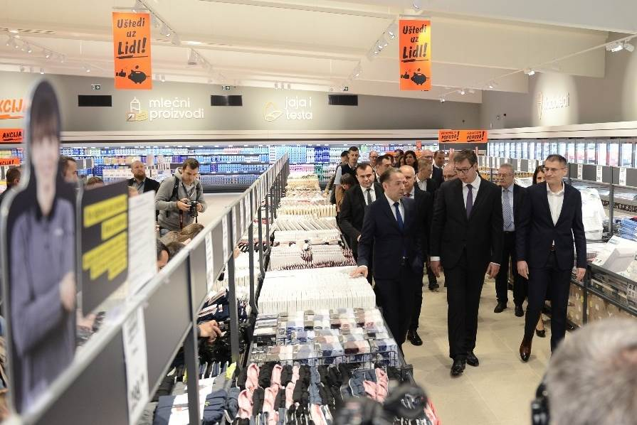 Vučić: Ovo nije obična prodavnica!