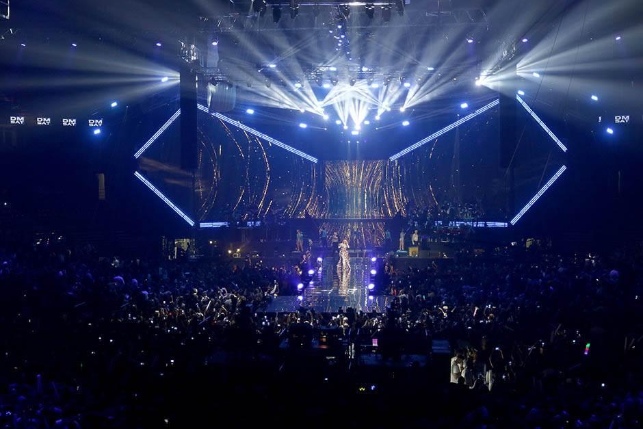SPEKTAKL: Lepa Brena i puna Arena!