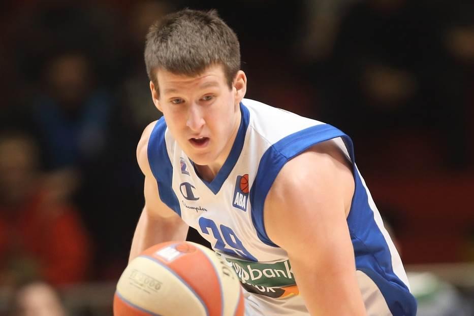 Luka Božić MVP ispred Edina Atića