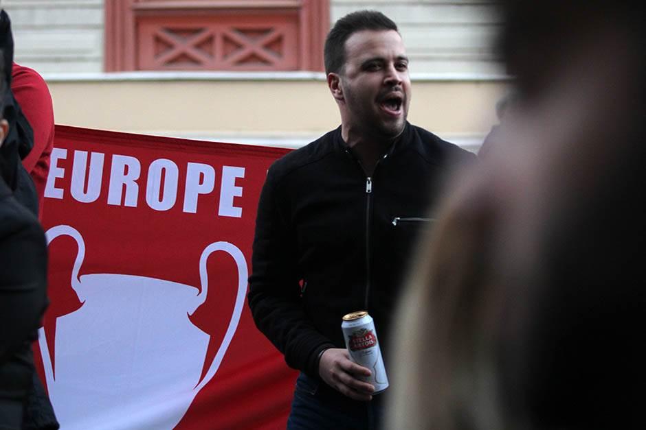 """Baklje i pesme: Navijači Liverpula kreću na """"Rajka"""""""