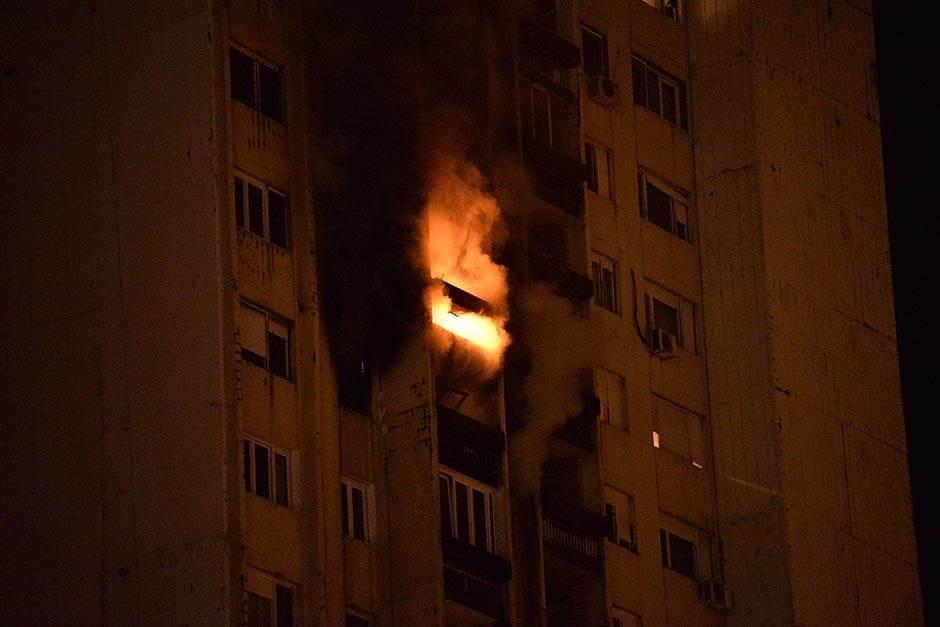 Požar u soliteru u Bloku 63, izgoreo muškarac (FOTO)