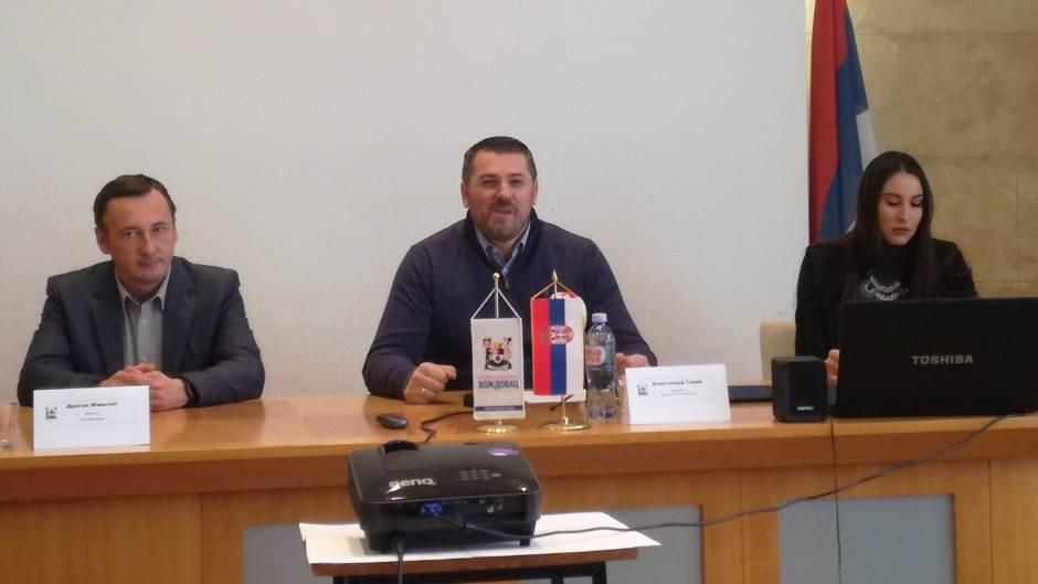 predsednik Opštine Voždovac Aleksandar Savić (u sredini)