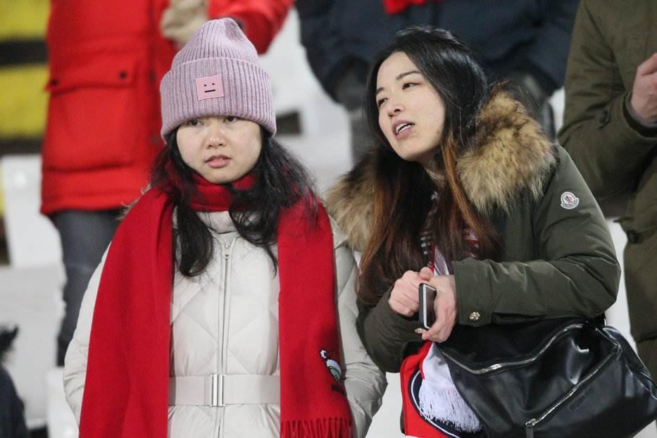 Dok su gledali utakmicu, izbušene im gume