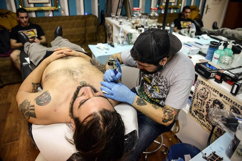 Bravo: Tetoviranje za pomoć deci iz Zvečanske!