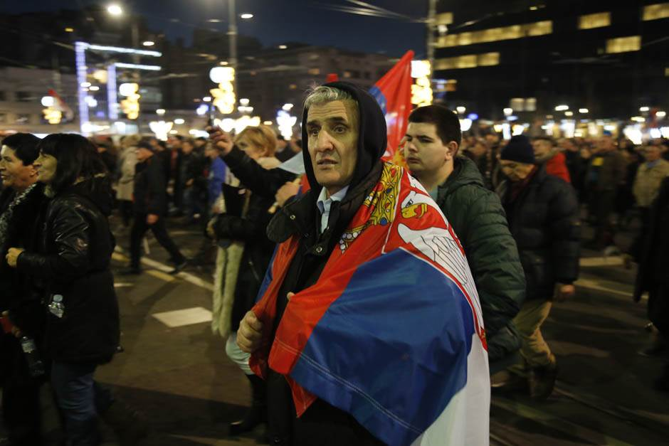 Vučić:Kažu da je prošle noći bila nestašica bensedina!