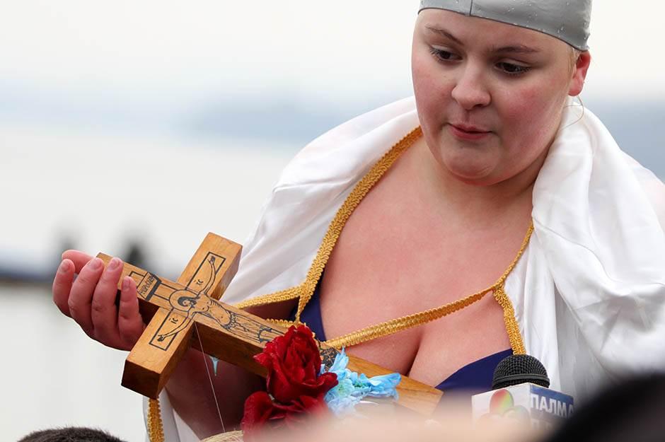Devojka heroj:  Časni krst za Jovanu! (FOTO)
