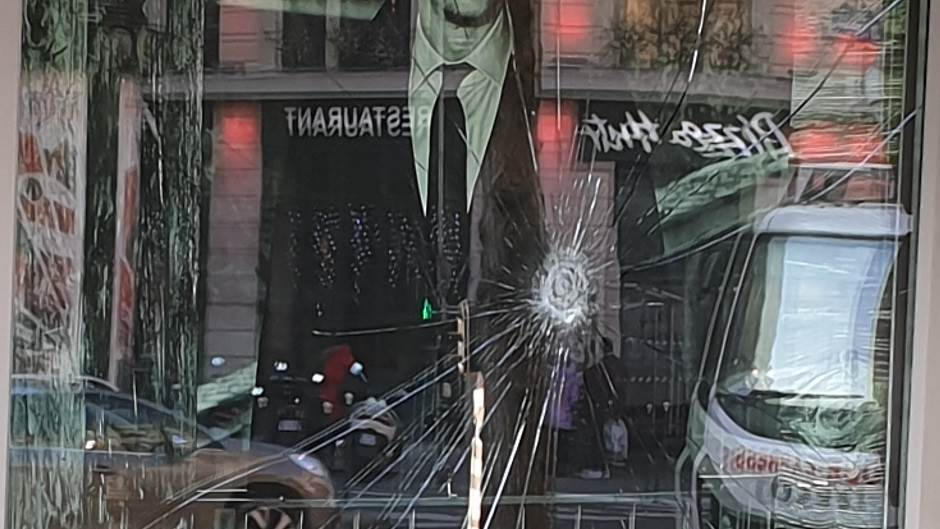 Srbin u Parizu za MONDO: Ovde je nikad gore! (FOTO)