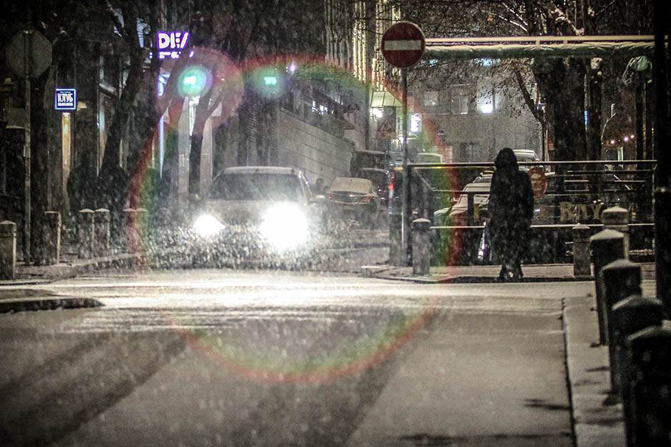 OPREZ zbog snega i magle na putevima!